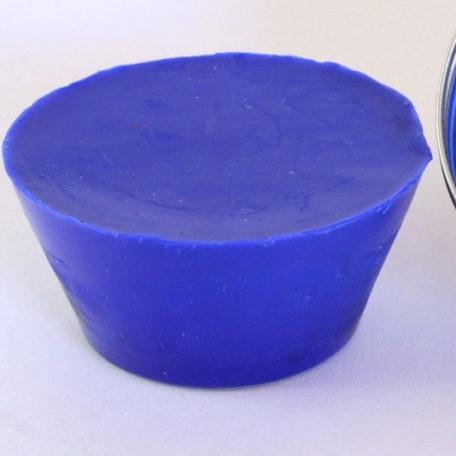 Pain de couleur bleu de cobalt pour la peinture à l'encaustique. Composition : cire d'abeille, résine damar, pigment.