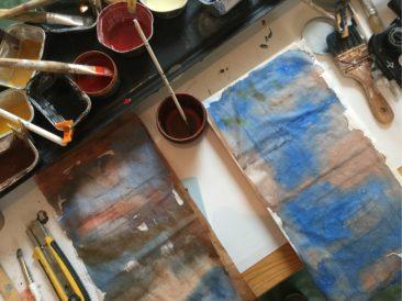 papier encré pouvant servir aux collages à l'encaustique ou cire chaude