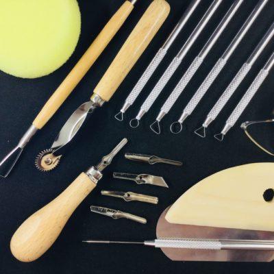 Divers outils pour pratiquer la peinture à l'encaustique